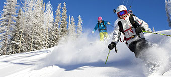 aspen-skiers-young-downhill