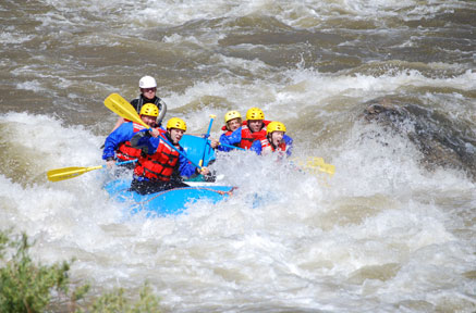 Rafting-Group-Over-Rapids